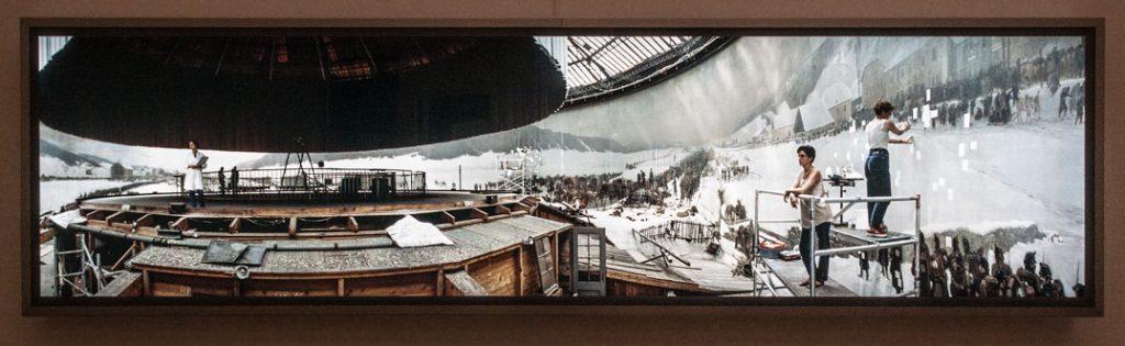 Leuchtkasten mit dem Bild Restaurierung / 1993 von Jeff Wall