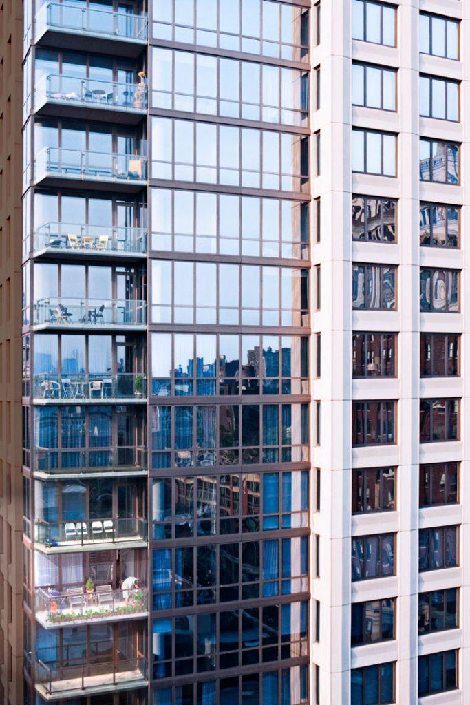 Einsame Blumenpflege im 31. Stock / 2011