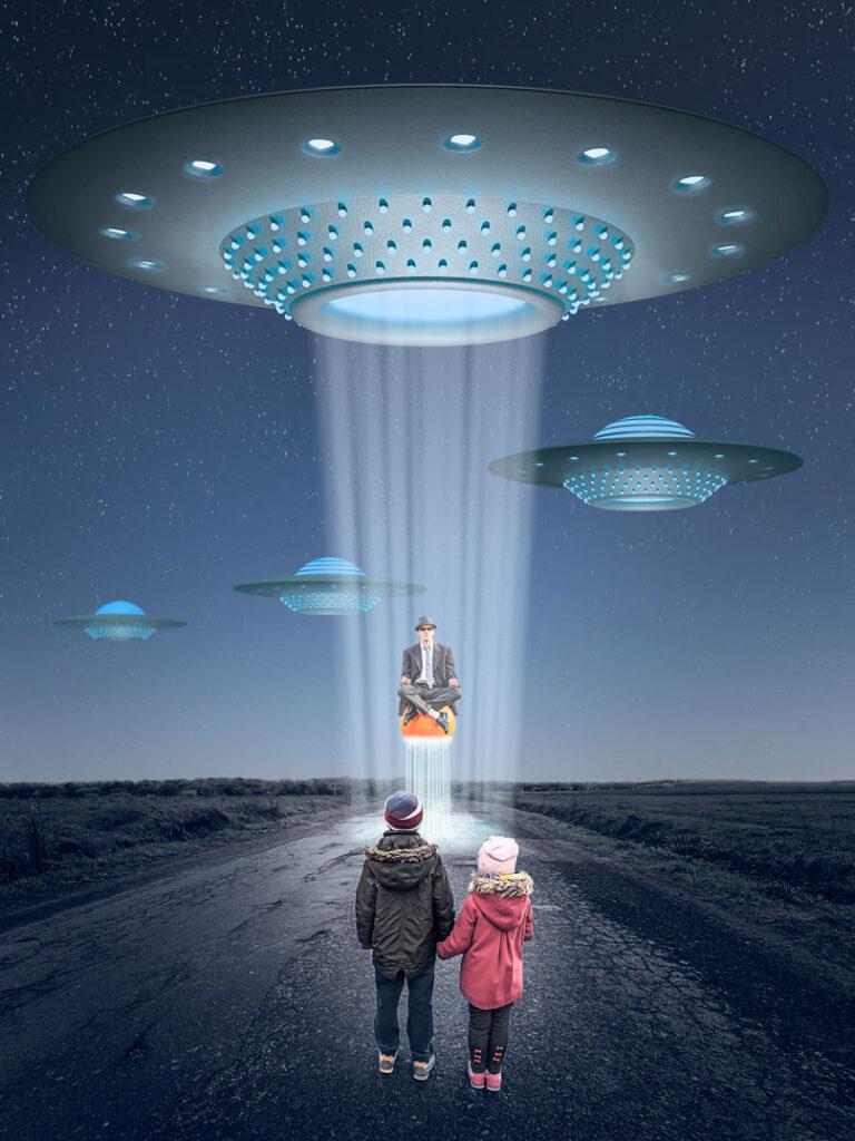 Ufo #2 / 2020; Montage: L.Wiese; Fotos: ©bilanol - , ©Stefan Schurr - stock.adobe.com, L.Wiese